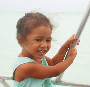 Elani joins us for a Wet n Wild Aitutaki lagoon cruise