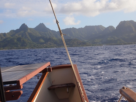 Rarotonga at a distance on board the Marumaru Atua