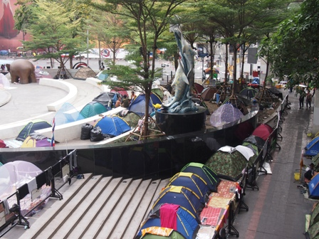 Protest camp outside Central World shopping centre at Phoen Chit