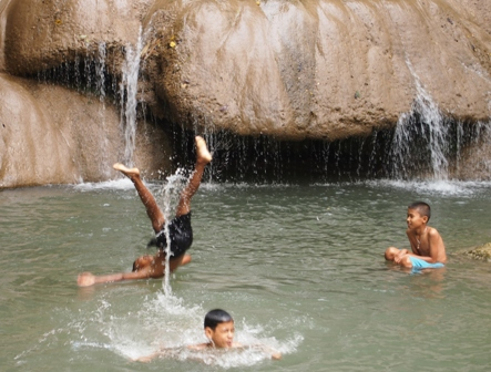 Local kids playing at Soi Yak Noi waterfall