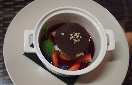 A berry good dessert at Mountain View Hotel