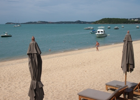 High tide at Hansar Samui's Bo Phut beach