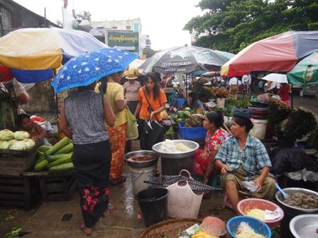 Market scene near Shwe Dagon Pagoda
