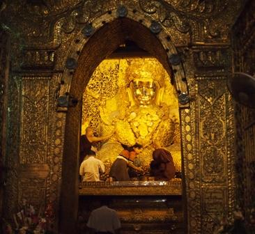 Mahamuni Buddha gold statue