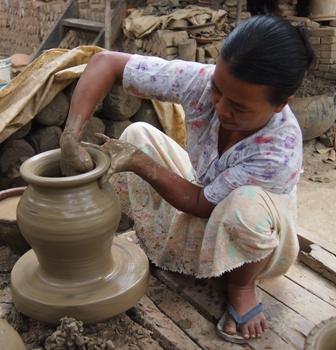 Yandobo potter creating a pot each three minutes