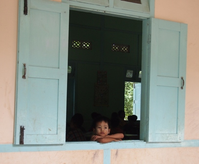 Yandobo kid in school window