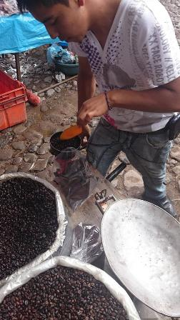 Tianguas coffee grinding