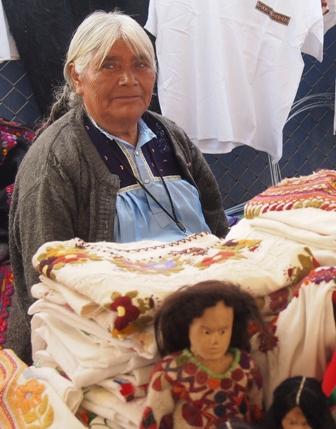 Textiles artist at the Feria