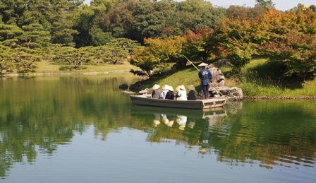 Boating on lake at Ritsurin