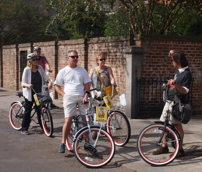 FreeWheelin bike tour pedallers