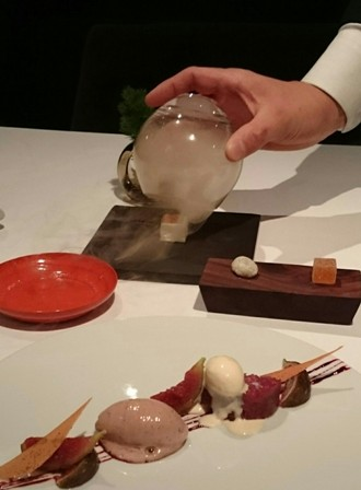 Fig dessert with mignardise