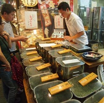 Nishiki Ichiba market tea shop