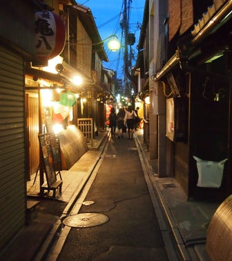 Ponto Cho street scene at dusk