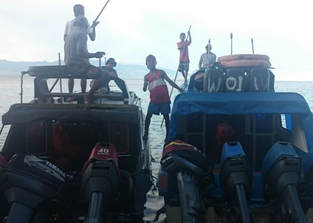 Boat crews at Hunimua beach Ambon
