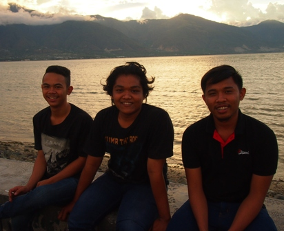 Palu Bay Sunset with the locals
