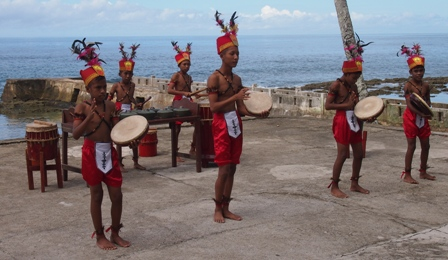 Dancers at Namalatu beach