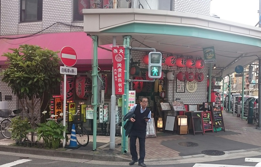 Crossing Kappa Bashi street