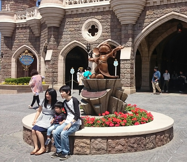Family with Mickey Mouse wizard statue